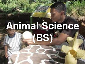Animal Science student at the zoo - educational program